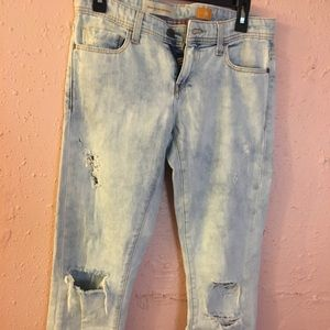 Distressed jeans size 25